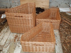 shaped corner baskets in buff willow