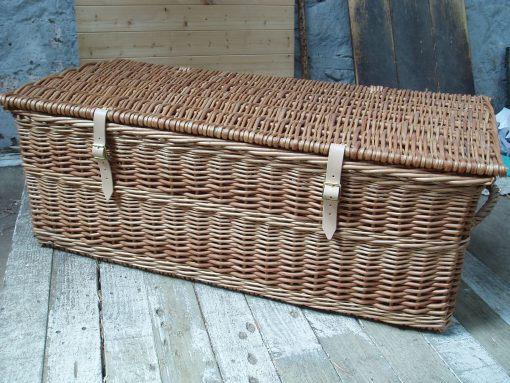 willow hamper with leather straps